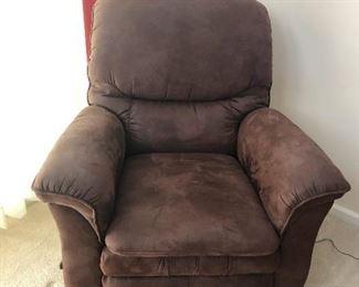Big brown bear chair wants to hug you