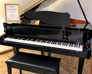 Beautiful Yamaha piano in great condition
