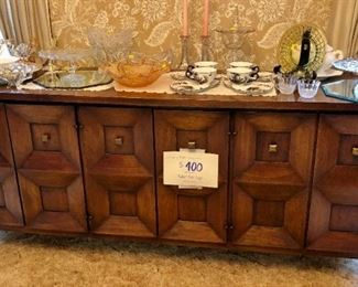 Beautiful Mid-Century Buffet in great condition.  Middle section has drawers, ends have shelves.