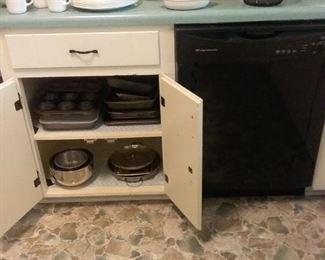 Miscellaneous  Corelle dishes, Corning ware,  miscellaneous baking pans, and vintage  glassware