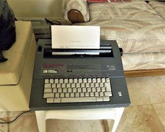 Working portable electric typewriter