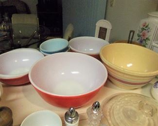 Vintage Pyrex bowls & stoneware bowl