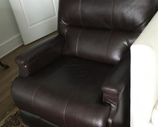 Pair of manual leatherette recliners - Full swivel - Very good condition - like new.
