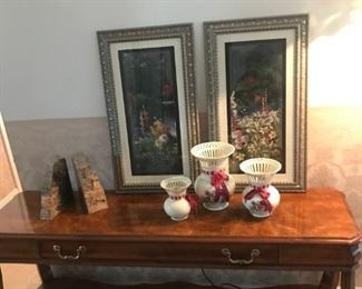 Sofa table in excellent condition has  drawer for storage