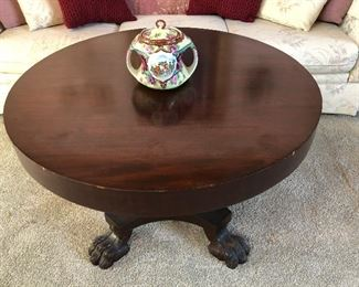 BEAUTIFUL ROUND WOOD COFFEE TABLE