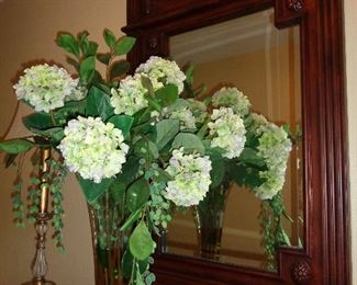 mirro & décor in foyer