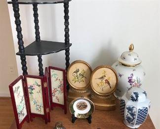 Assortment of collectibles https://ctbids.com/#!/description/share/317391