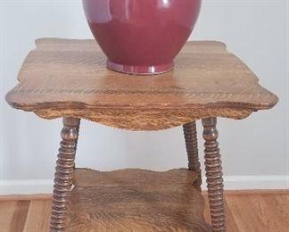 antique oak table, decorative vase