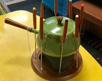 C.1960'S Green Metal Fondue Pot with Wooden Base and all 8 Original Fondue Forks