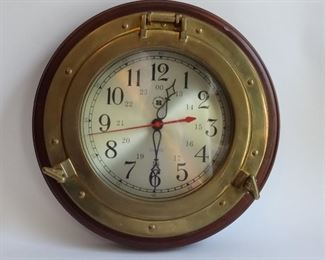 Porthole clock quality. Battery run.