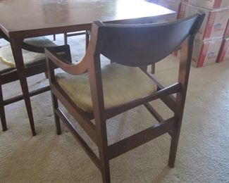 MID MODERN TABLE WITH 2 LEAVES AND 6 CHAIRS