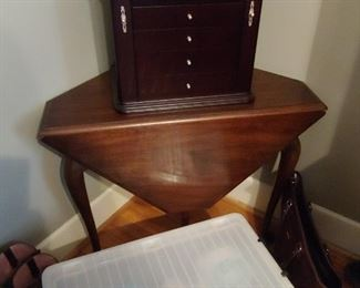Very unusual antique gateleg table with cabriole legs