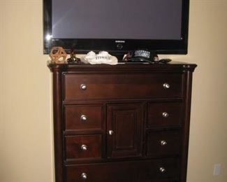 "Walter of Wabash chest of drawers with 42 "" Samsung tv"