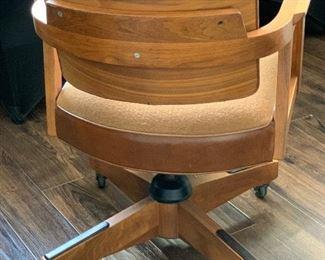 1970's vintage Gunlocke Rolling Swivel Office Chair34x24x20inHxWxD