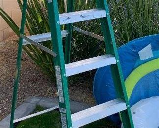 Louisville 6ft Fiberglass Step Ladder  FS4006