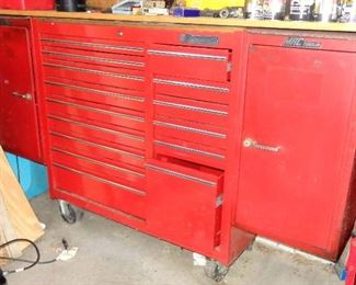 LARGE MAC TOOLS ROLL-AROUND TOOL CABINET