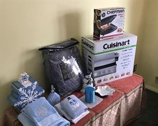 Cuisinart fryer and Chefman  grill and sets of towels