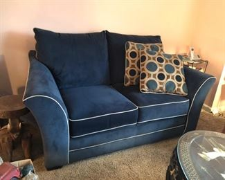 Like new sofa & loveseat