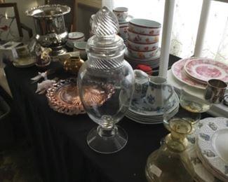 Stunning antique apothecary jar!