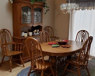 Oval dual pedestal table, 6 chairs including to hosts & stained glass door hutch