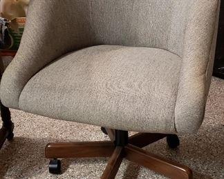 Pedestal arm chair