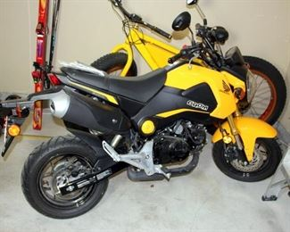 Honda Grom 125cc Motorcycle - ONLY 225 mi.