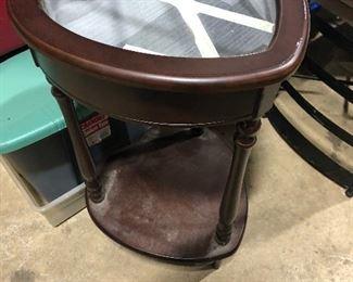New curio end table