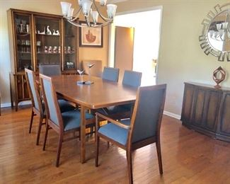 Vintage Jens Risom dining table with 6 Milo Baughman chairs