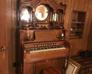 Vintage pump organ -- VERY ORNATE ... STUNNING!!!