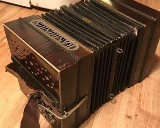 Bandonion accordian (vintage)