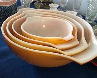 4 piece Golden Cinderella mixing bowl set