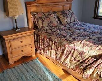 queen bedroom set, light wood