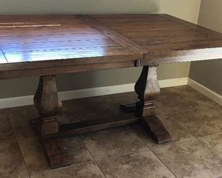Gorgeous Farmhouse Style Table w Built-in Leaf