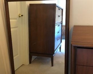 United MCM Bedroom Suite: Dresser w Mirror, Highboy and 2 Nightstands