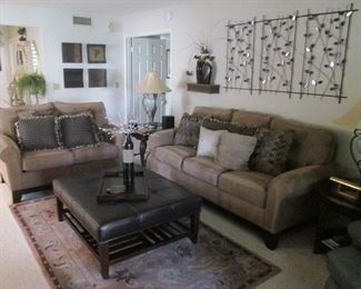 LIVING ROOM FURNITURE & ACCESSORY VIGNETTE:  Matching Sofa & Love Seat + Ottoman, End Tables, Lamps & Area Rug.  Very Nice Accessories!