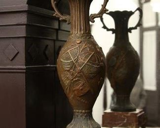 Closer view of urn.