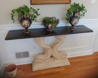 Great table with antique Urn set