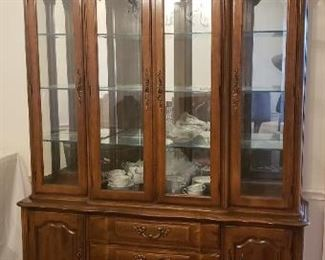 """Thomasville China cabinet 62""""w X 82"""" h X 18"""" d. Great condition"""