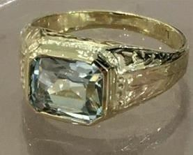 Aquamarine with engraving yellow gold ring