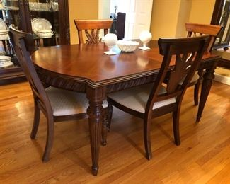 "Ernest Hemingway Collection by Thomasville dining room table with 2 leafs, 6 side chairs and 2 captains chairs.  Table measures 72""W x 44""D without leafs. With the leafs it is a total of 100""W."