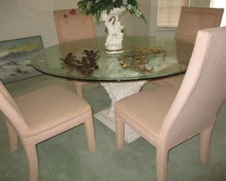 Pedestal table glass top