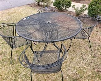 Black Wrought Iron Circular Table with 4 Chairs