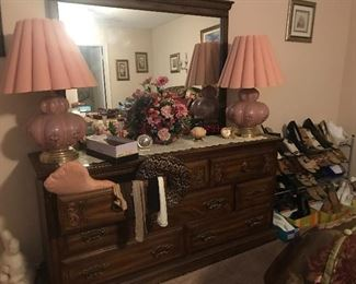 Matching chest of drawers and mirror, vintage pink lamps