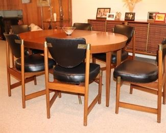 Round Midcentury Dining Table in the Style of Hans Wegner with Eight Chairs