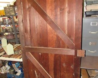 Heavy barn door
