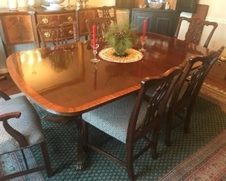 Dining room table w/8 chairs & leaves