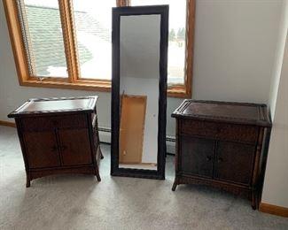 Self standing mirror