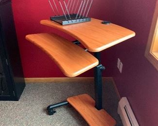 Stand up adjustable office computer desk