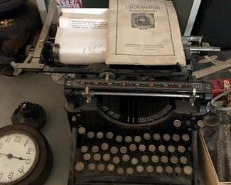 ANTIQUE UNDERWOOD TYPEWRITER WITH ORIGINAL INSTRUCTION MANUAL