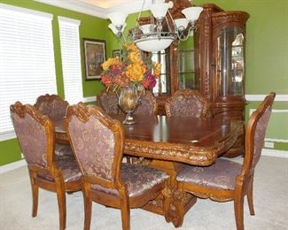 Gorgeous Dining Room Suite (there is another leaf to the table easy sits 10 plus)